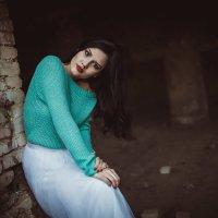 Девушка в заброшенном доме 5 :: Денис Буров