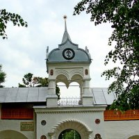 Свято-Введенский Толгский монастырь. Южная воротная башня. Вход в кедровник :: Tata Wolf
