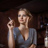 Девушка в баре :: Алексей Ануфриев