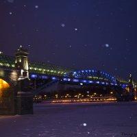 Утренний снегопад на набережной Москвы-реки, Андреевский мост :: Виктор М