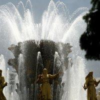 брызги знакомого фонтана :: Олег Лукьянов