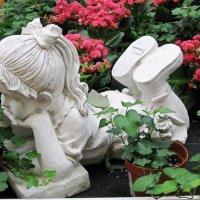 Скульптура в саду :: Вера Щукина