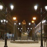 Памятник Н.В. Гоголю :: Валентина Папилова