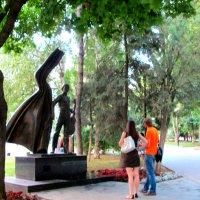 У памятника Владимиру Высоцкому... :: Тамара (st.tamara)