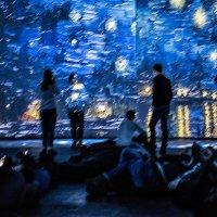 Ты, швыряющий мириады звёзд в ярко-синий цвет, отражён- в миллиардах лиц :: Ирина Данилова