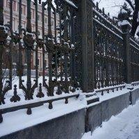 решетка у бывшего Дворца профсоюзов :: Валентина Папилова