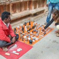 Индийский умелец, продающий сувениры :: Виктор Куприянов