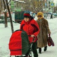 Прогулка с малышом. :: Андрей Лобанов