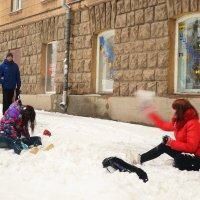 Снегурочки резвятся. :: Александр Яценко