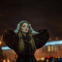 Портрет на фоне ночного города :: Женя Рыжов