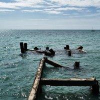 старая пристань (разрушенные мечты) :: IBRAGIMOV _