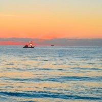 Одинокий кораблик :: Денис Красненко