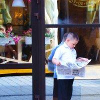 Читающий мальчик... :: Арина