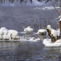 Белой шубой покрыты берега :: Владимир Максимов