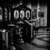 в храме :: Ежи Сваровский