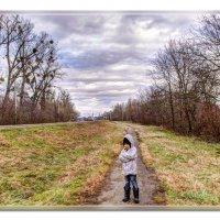Девочка на прогулке. :: Александр