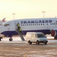 Фото интересно тем,что у Боинга 737 есть встроенный трап.На ранних версиях. :: Alexey YakovLev