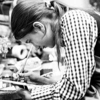 ученица в мастерской :: Ilona An