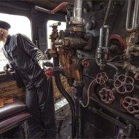 помощник машиниста в паровозной будке.. :: Виктор Перякин
