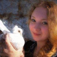 Девушка  с голубем... :: марк