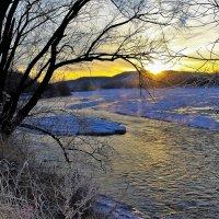 Замерзающая река :: Сергей Чиняев