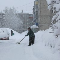 Борьба со снегом :: Евгений Голубев