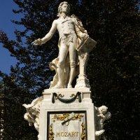 Вена. Памятник Моцарту. :: Олег Неугодников