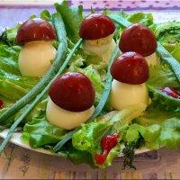 Грибочки-боровички из фаршированных яиц :: Андрей Заломленков