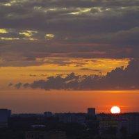 Солнце над городом встало :: Владимир Максимов