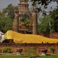 статуя Лежащего Будды. Аюттая :: Анна