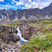 Небольшой водопад в горной тундре :: Виктор Никитин