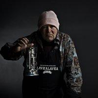 Анвар Гурманович - художник-калябалист, он же фиксатор нежных женских тел, он же ... :: Рэм Медянский