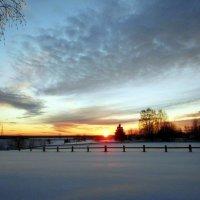 Уголёк солнца уходит в пламя заката :: Николай Туркин