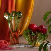 Натюрморт с яблоками. :: Татьяна