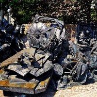 Монумент в честь 700-летия основания города Дюссельдорфа :: Александр Корчемный