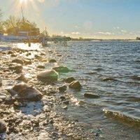 На берегу февральской Волги. :: Виктор Евстратов