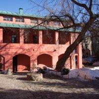 Внутренний дворик с колодцем :: Руслан Гончар
