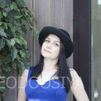 девушка  в кафе, девушка в шляпе :: Вера Федотова