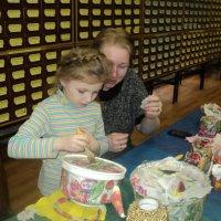 Малышка Кристина папе на 23 февраля сделала декупаж чайника-получилось очень красиво! :: Ольга Кривых