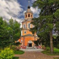 Церковь в поселке Уборы :: mila