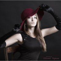 Дама в красной шляпе :: Евгений Баркин