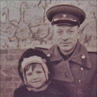 Папина дочка. Багратионовск, Калининградская область. 1953 год :: Нина Корешкова
