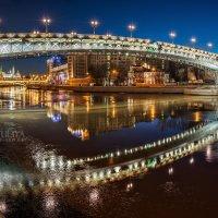 Жемчужные объятия Патриаршего моста :: Юлия Батурина