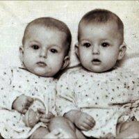 Две сестрички-невелички.  1956 год :: Нина Корешкова