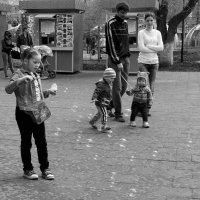 На детской  площадке.... :: Валерия  Полещикова