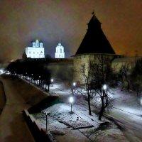 Псковский Кремль зимним вечером :: Leonid Tabakov