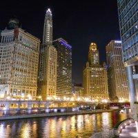 Чикаго ночью, набережная... :: Юрий Поляков