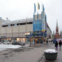 Фины такие чудаки, что прогревают целые улицы зимой, чтобы людям было удобно гулять и кататься на ве :: Евгений Никифоров