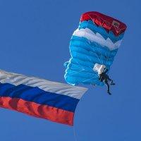 Выступление парашютистов :: Игорь Сикорский