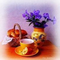 Воскресное утро. Пирожки и кофе с молоком. Угощайтесь! :: Nina Yudicheva